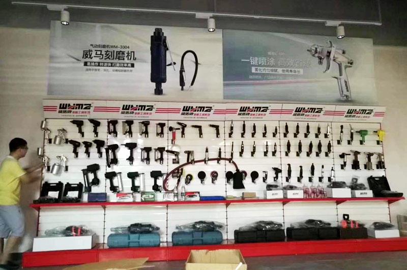Customer testimonials, products displayed